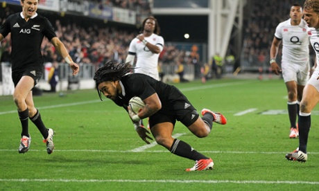 Ma'a Nonu dives over to score a try.