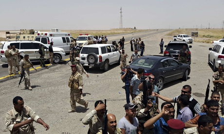 Iraqi security forces and volunteers on the outskirts of Diyala province.