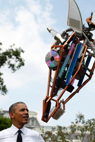 barack obama robotic giraffe maker faire