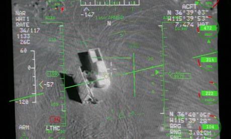 Sebuah kepala pilot up display dari pandangan kamera pada MQ-9 Reaper drone selama misi pelatihan.