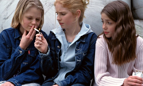 Teenage-girls-smoking-011.jpg