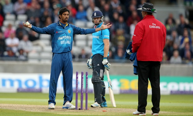 Sachithra Senanayake of Sri Lanka successfully appeals for a controversial run-out as the soon-to-be-walking Jos Buttler looks on.