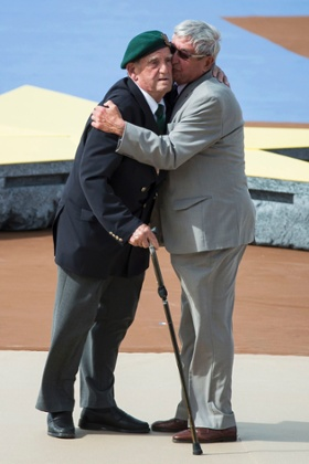 French veteran Leon Gautier of the Kiieffer commando (L) and German WWII veteran, paratrooper Johannes Borner (R).