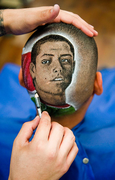 The final touches are applied to an exact likeness of Hernández ...