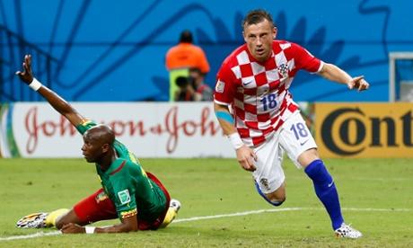 Ivica Olic scores