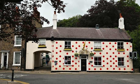 A pub iin Knaresborough, decorated with King of the Mountains polka dots.