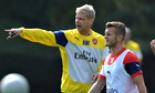 Arsenal's manager, Arsène Wenger, talks to Jack Wilshere during a training session.