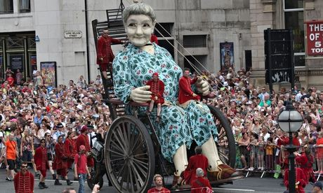 Royal De Luxe Giants Take To The Streets of Liverpool