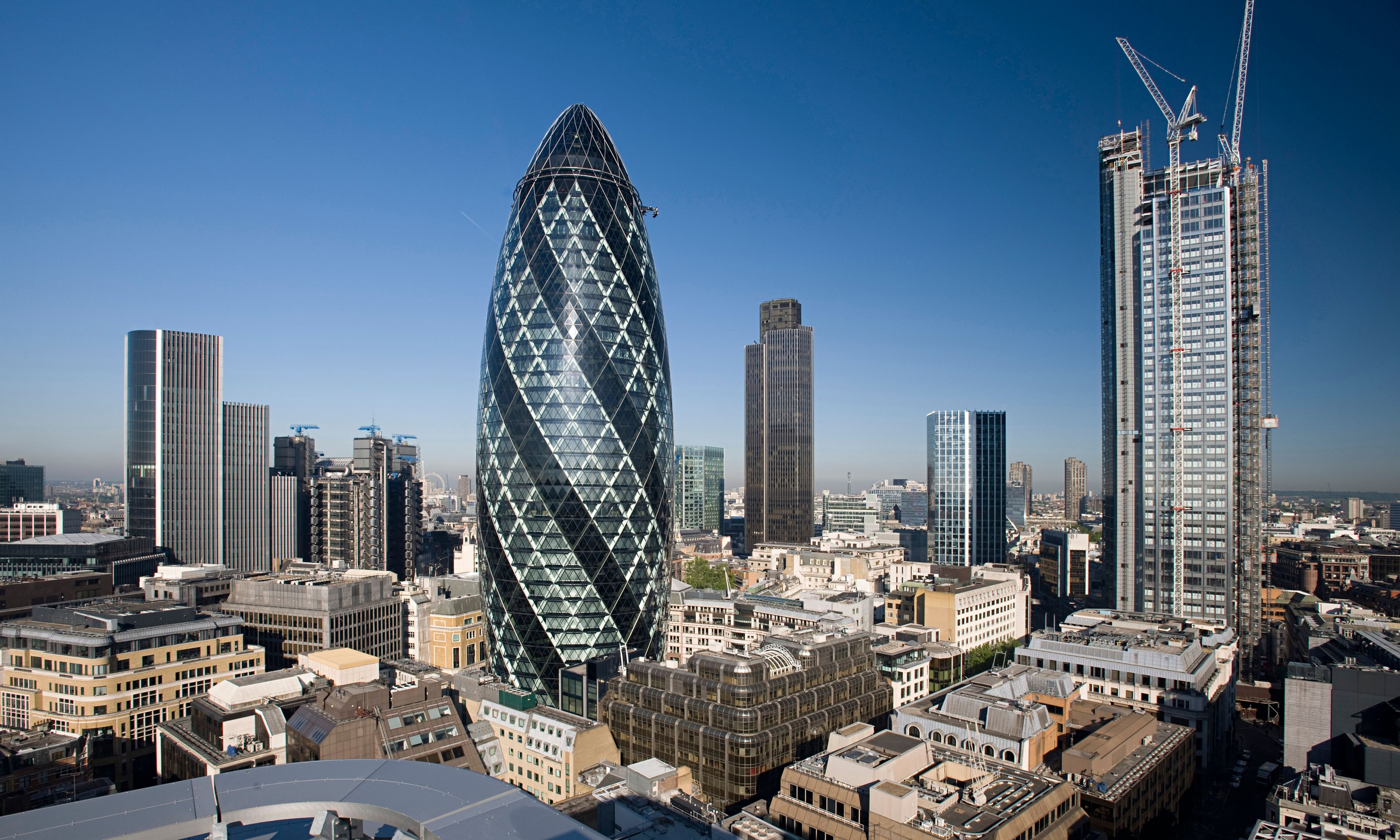 London 39 s gherkin skyscraper put on the market business for Building londre