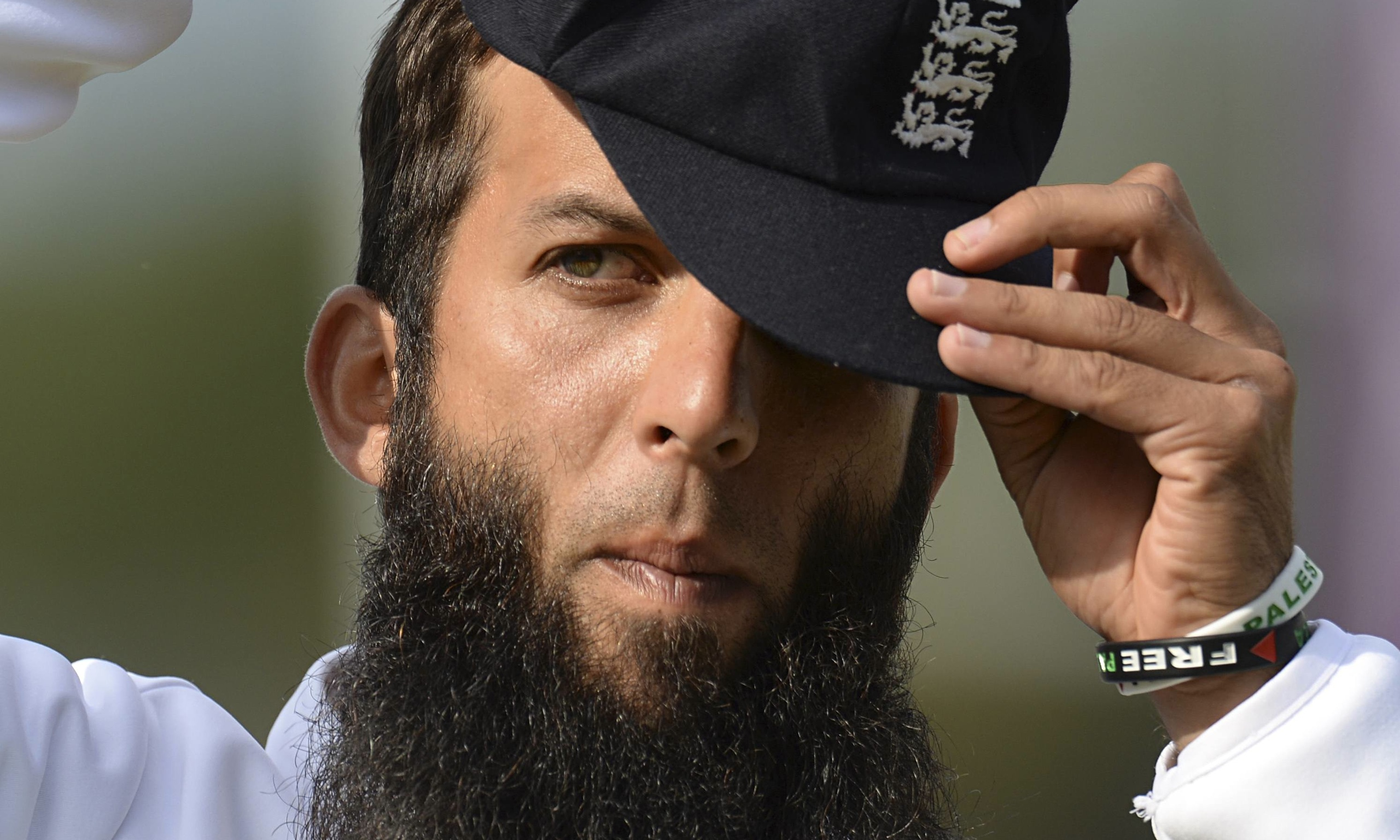 Moeen Ali (Cricketer) playing cricket