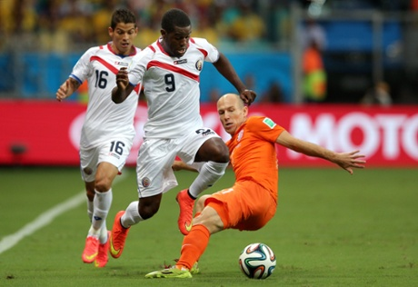 Joel Campbell of Costa Rica is challenged by Arjen Robben of Holland.