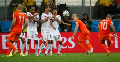 Wesley Sneijder flashes a free-kick over the wall but it is well saved.