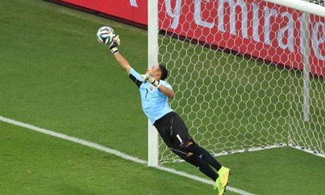 Keilor Navas tips the ball around the post.