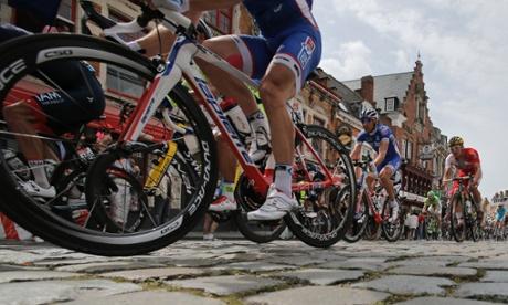 Riders pass over cobblestones in Cassel.