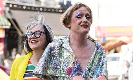 Philippa Perry (left) and Grayson Perry arrive at the dinner on 9 July 2014.