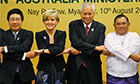 Foreign ministers from Vietnam, Australia, Philippines and Myanmar pose for ASEAN photo opportunity