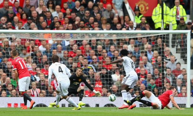 After a sweeping move down the right-hand side, Ki Sung-Yeung of Swansea City guides the ball in to the United net.