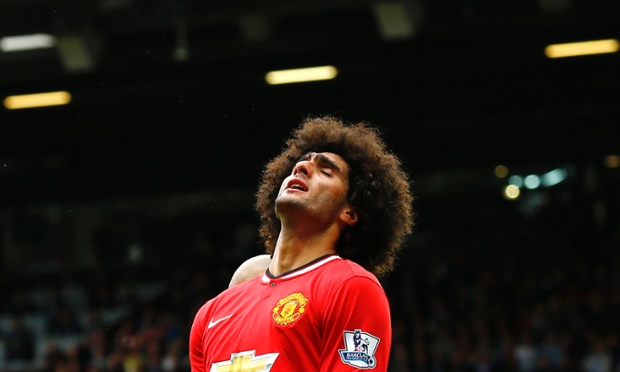Fellaini looks frustrated as United fail to find another equalizer.