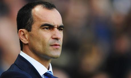 Manager Roberto Martinez of Everton looks on