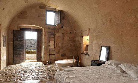 A cave bedroom at Le Grotte della Civita