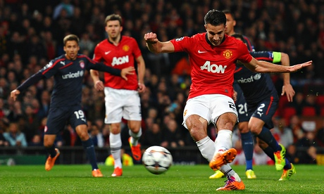 Manchester United boosted by Robin van Persies imminent return