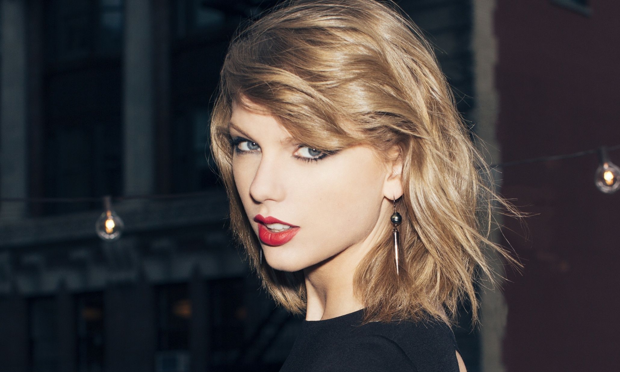 Swift Defines Her 'Blank Space'
