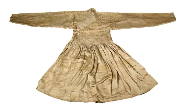 Shandong robe: Ming prince's 'dragon robe'. Silk, c. 1389. Excavated from the tomb of Zhu Tan (1370-1389), Prince Huang of Lu at Yanzhou, Shandong province.