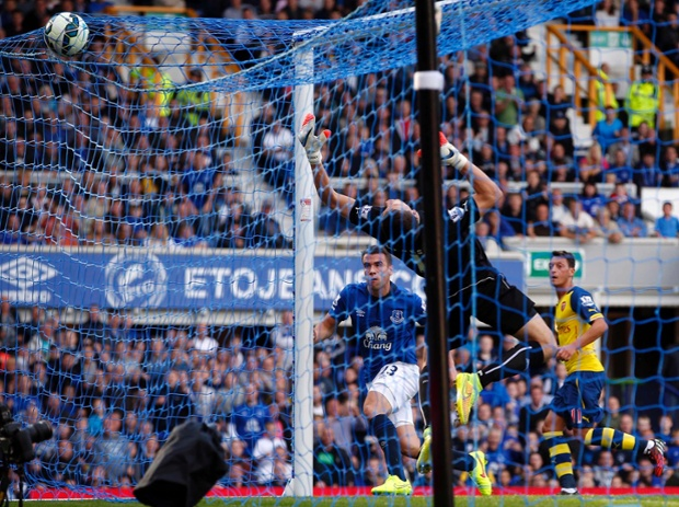 Seamus Coleman steams in from the right, and heads powerfully into the top-right corner, with Arsenal's Ozil, in the background, playing him on side.