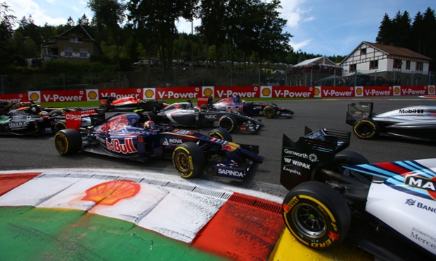 The cars pile into turn one. here Daniil Kvyat (RUS) Scuderia Toro Rosso STR9 by the kerb.