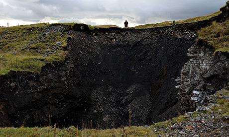 30 metre wide sinkhole appears in Durham The-giant-sinkhole-in-Cow-008