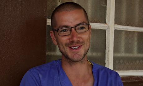 英国首位埃博拉患者开始服用试验性药物ZMapp