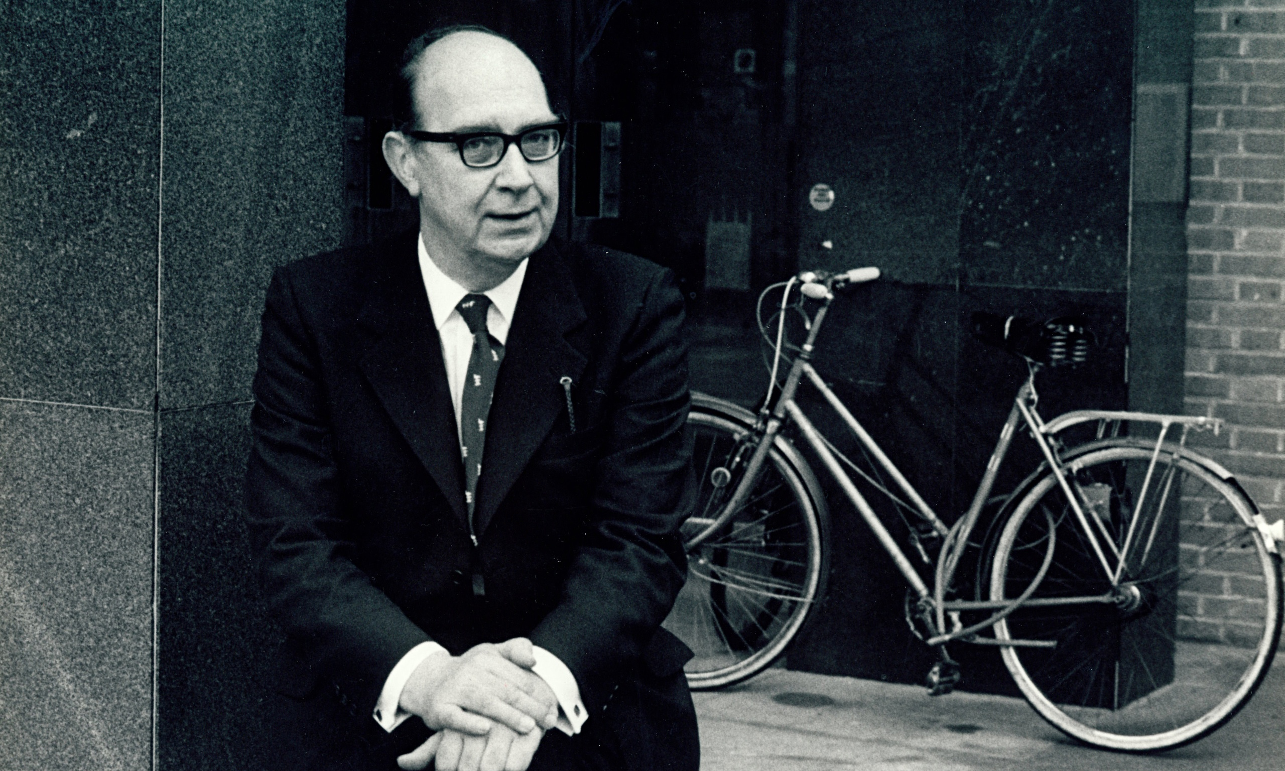 philip larkin Philip arthur larkin ch cbe frsl (9 august 1922 – 2 december 1985) was an english poet, novelist and librarian his first book of poetry, the north ship, was published in 1945, followed by two novels, jill (1946) and a girl in winter (1947), and he came to prominence in 1955 with the publication of his second collection of poems, the less.