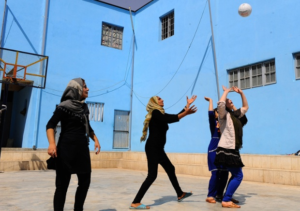 Prisoners play volleyball