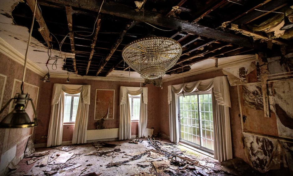 Inside the derelict mansions of london 39 s 39 billionaires row for Billionaire homes for sale