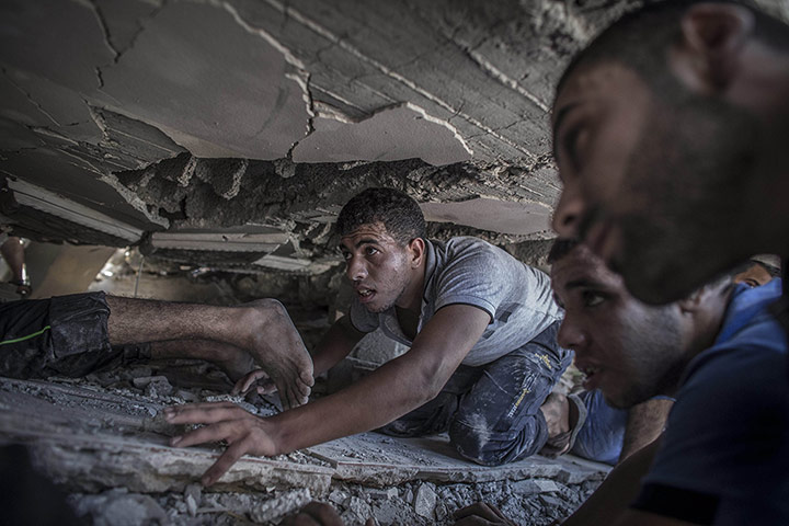 20 Photos: Searching for survivors of an Israeli air strike in Gaza