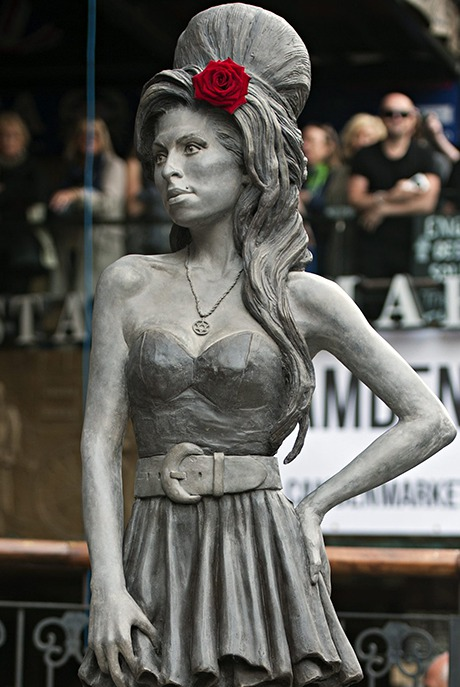 http://static.guim.co.uk/sys-images/Guardian/Pix/pictures/2014/9/14/1410700429972/Amy-Winehouse-statue-005.jpg