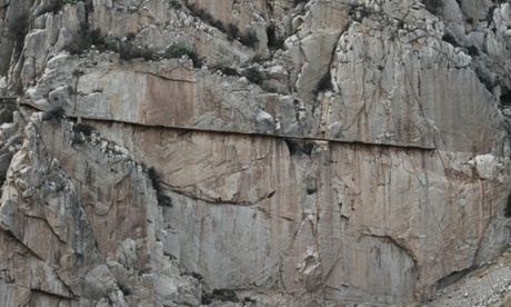 Most of the path on the Caminito del Rey consists of rickety wooden planks and is barely three feet in width. It is supported by steel rails, which have deteriorated over the years. Although few of the original handrails remain, a safety wire runs along the side.