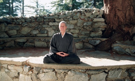 Leonard Cohen meditating at the Mount Baldy Zen Buddhist Centre in the San Gabriel Mountains, California, November 1995.