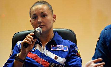 فضانورد زن زن زیبا بیوگرافی یلنا سرووا Yelena Serova
