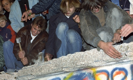 West Berliners chipping away at the Berlin Wall, Germany.  10 November 1989.