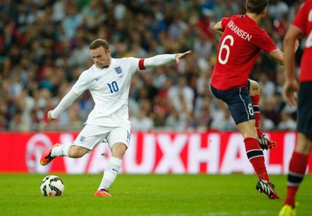 Rooney fires a shot at goal.