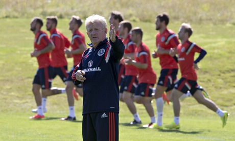 The Scotland manager, Gordon Strachan, gets his side ready