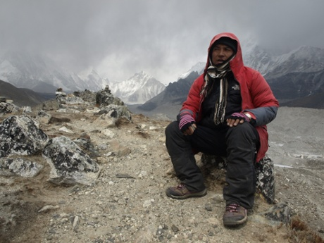 A Sherpa guide on the trek