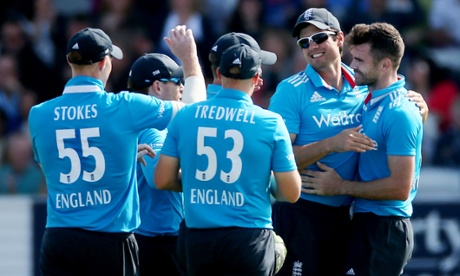 England's celebrate the dismissal of Virat Kohli.