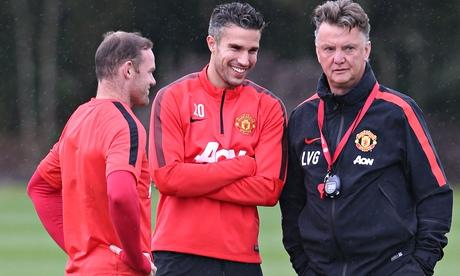 Robin van Persie: Manchester United players must adapt to Louis van Gaal
