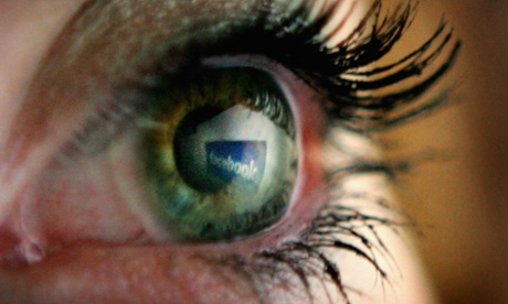 Facebook hanging on to its adult users in the US, claims study