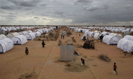 Somalis torn between hunger in Dadaab and uncertainty at home