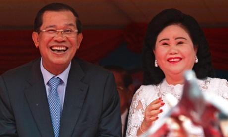 Hun Sen and his wife, Bun Rany, at an anniversary celebration.
