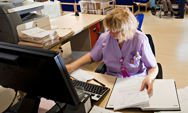 how to become a healthcare receptionist