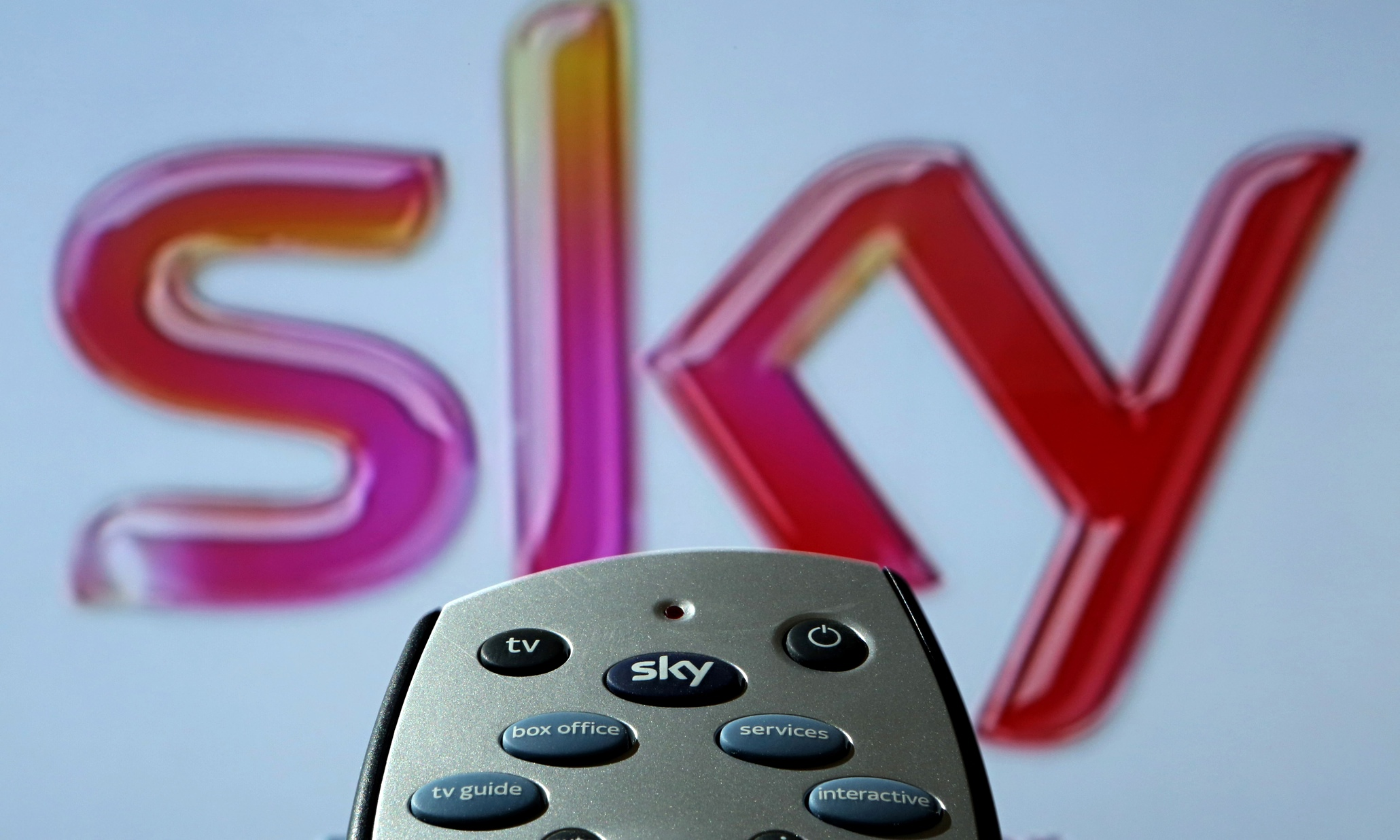 Sky moves into UK mobile-phone market after deal with O2 owner